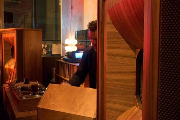jouer-music-artiste-musicien-bar-londres