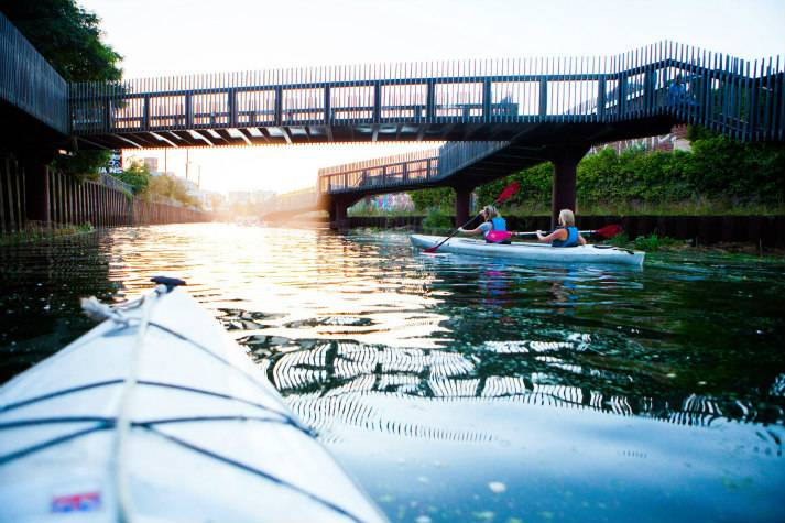 london-incognito-bespoke-events-kayaking-on-londons-oldest-canal-3