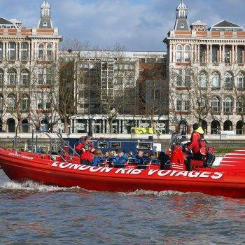 london-incognito-team-building-speed-boat-tamise