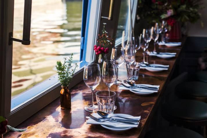 the-prince-regent-narrowboat-canal-london-shell-co-bar-interiors