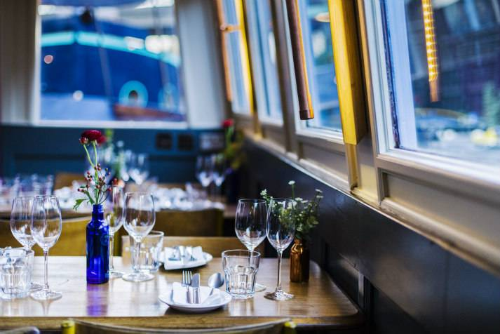 the-prince-regent-narrowboat-canal-london-shell-co-boat-interiors-7